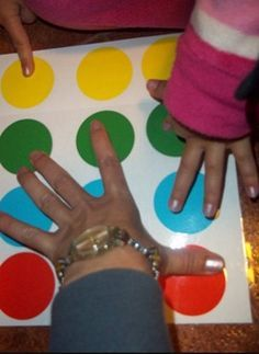 Surely you know the famous game of twister, is not it? Well for those who do not know it is a game with a giant board that is placed on the ground, and then rolls a wheel that indicates . Classroom Activities, Classroom Decor, Kids Workshop, Bilingual Classroom, Rhymes Songs, Arts And Crafts, Diy Crafts, Cool Inventions, Teaching English