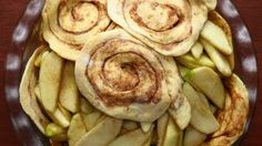 Cinnamon Roll Apple Pie - apple pie with a cinnamon roll crust (my cousin made this tonight & this is where he found the recipe) Cinnamon Roll Apple Pie Serves 10 INGREDIENTS 5 granny smith apples 2 cans cinnamon rolls ½ cup sugar 1 teaspoon cinn