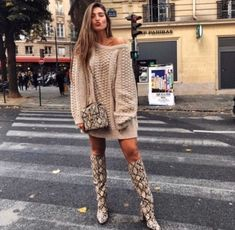 Zara Snake Print Boots - Women's style: Patterns of sustainability Snake Print Boots, Snake Boots, Snake Print Dress, Grey Fashion, Boho Fashion, Winter Fashion, Fashion Outfits, Fashion Styles, Fashion News