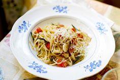 Vegetarisk och lättlagad spagetti med tunt strimlad fänkål.