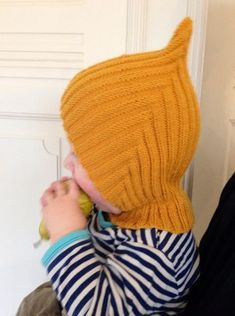 cute and practical hat called, Pixie-hue,. Baby Hats Knitting, Knitting For Kids, Baby Knitting Patterns, Baby Patterns, Free Knitting, Knitted Hats, Crochet Baby, Knit Crochet, Sombrero A Crochet