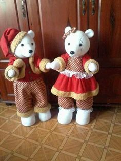 Dicas e Molde para Artesanato: URSOS DE NATAL -CRÉDITOS NAS FOTOS Christmas Crafts, Christmas Decorations, Xmas, Barbie, Plush, Teddy Bear, Scrapbook, Animals, Cloth Doll Making