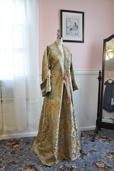 Brocade Banyan // A Fractured Fairytale Dressing Gown Pattern, Historical Clothing, 1800s Clothing, Historical Costume, 18th Century Fashion, Classic Wardrobe, Fashion History, Vintage Dresses, Vintage Fashion