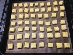 Sajtos kockák (Isteni finom, mint a bolti) | Marcsi Tóth receptje - Cookpad receptek Griddle Pan, Desserts, Food, Tailgate Desserts, Deserts, Grill Pan, Meals, Dessert, Yemek