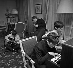 ビートルズ、マイケル・ジャクソン、ウィリー・ネルソン等を撮影した伝説のフォトグラファー、ハリー・ベンソンの生涯を描いたドキュメンタリーの公開を記念し、本人がロック史に残る写真の数々について語る