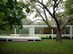 by Ludwig Mies van der Rohe. Architecture Images, Interior Architecture, Exterior Design, Interior And Exterior, Casa Farnsworth, Ludwig Mies Van Der Rohe, Art Deco Buildings, Forest House, Scandinavian Home