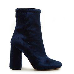 Ellery Esmond velvet ankle boots ($335) ❤ liked on Polyvore featuring shoes, boots, ankle booties, ankle boots, ellery, navy, velvet boots, navy blue boots, navy blue booties and navy boots