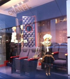 @CHANEL window display inspirated in the cinema