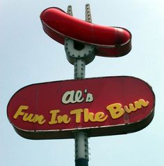 More great vintage and not-so-vintage roadside fun at Interesting Ideas. Old Neon Signs, Vintage Neon Signs, Old Signs, Advertising Signs, Vintage Advertisements, Roadside Signs, Roadside Attractions, Retro Signage, Graffiti