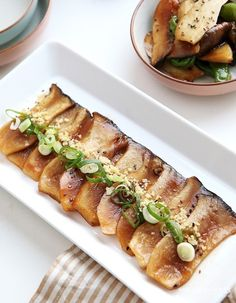 Vegan Gains, Cooking Photos, Asian Recipes, Ethnic Recipes, Vegan Animals, Cafe Food, Korean Food, Food Presentation, Vegan Desserts