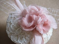 Wedding fascinator Blush fasciantor Bridal blush fascinator Ivory blush fascinator Pink fasciantor Ivory flower Lace fasciantor Feathers