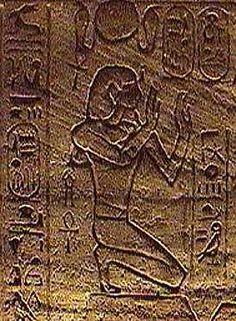 Ramsés II (1290-1224 a.C.) fue el tercer faraón de la dinastía XIX. Es quizás el faraón más importante de toda la historia de Egipto. Su mandato fue famoso por la victoria que obtuvo sobre las tropas hititas en la localidad de Kadesh. Ramsés II ordenó representar la Batalla de Kadesh en muchos lugares. Para dejar patente su poder, hizo erigir siete templos a modo de señal de propiedad.