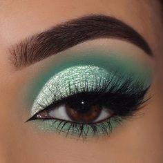 Colourpop mint eyeshadow makeup look Mint Eyeshadow, Green Eyeshadow Look, Dramatic Eyeshadow, Colourpop Eyeshadow, Dramatic Makeup, Eyeshadow Makeup, Eyeshadow Palette, Eyeshadows, Natural Eyeshadow