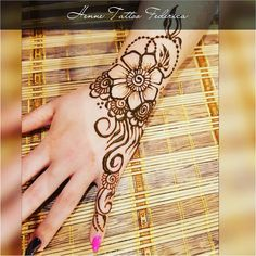 Hennè Tattoo Federica  #Giottina #Hennè #Hennatattoo #henne #mehndi #mehnditattoo #bodyart #lamiapassione #arte #ilmiomondo #oriental #hennetatto #tattoo #inverno #dicembre #mytattoo