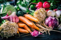assortment of fresh vegetables. carrot garlic kohlrabi onion celery cucumber parsnip and radish on table. Gaps Diet Recipes, Real Food Recipes, Healthy Recipes, Veg Recipes, Paleo Diet, Roasted Vegetables, Fresh Vegetables, Starchy Vegetables, Veggies