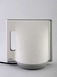 Braun kettle. Emi Schenkelbach from Israel designed this beautiful Kettle witch combines three basic shapes: Triangle, Square and Circle.