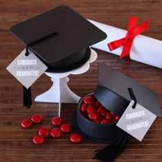 What better way to congratulate your recent grad than with an outstanding party complete with fun graduation favor boxes. These adorable favor boxes are shaped like a graduation cap and tassel. Perfect for candy, confetti, or inspiring graduation quotes. Graduation Desserts, Graduation Party Favors, Graduation Quotes, Grad Parties, Graduation Presents, Graduation Celebration, Graduation Decorations, Grad Gifts, College Graduation