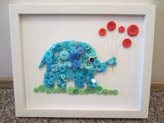 Blauw olifantje gemaakt van blauwe, groene en rode knopen.