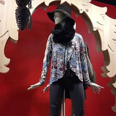 Black accessories always❤️ by @freepeople #infinityscarf #fauxfur #blackjeans #freepeople #nordstrom @pixxyapp
