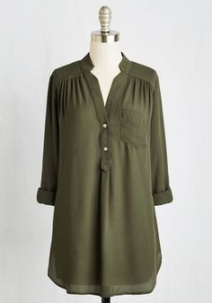 Pam Breeze-ly Tunic in Olive. When you want a work wardrobe thats subtle, stylish, and a little bit romantic, make this breezy, olive green blouse your business! Leggings Party, Shirts For Leggings, Plus Size Fall Outfit, Plus Size Outfits, Holiday Outfits, Fall Outfits, Long Kurtis Online, Cute Plus Size Clothes, Stylish Jeans