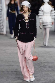 Chanel Resort 2019 Fashion Show Collection: See the complete Chanel Resort 2019 collection. Look 51