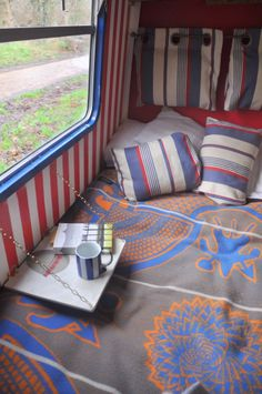 Narrowboat KISMET is a very recently (end of refurbished, high-spec, luxurious, comfy and homely liveaboard boat that blends contemporary stylish decor with traditional canal boat values. Fold Down Beds, Fold Down Table, Barge Interior, Yacht Interior, Boat Storage, Camper Storage, Canal Boat Interior, Liveaboard Boats, Narrowboat Interiors