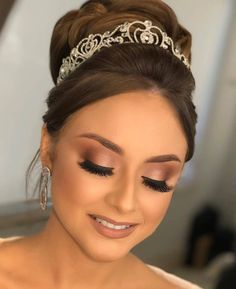 Check out the webpage to learn more about step by step makeup Wedding Eye Makeup, Wedding Makeup Looks, Natural Wedding Makeup, Wedding Hair And Makeup, Wedding Nails, Edgy Makeup, No Eyeliner Makeup, Hair Makeup, Make Up Kurs
