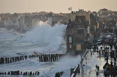 Grande marée sur le Sillon à Saint-Malo - (35) France