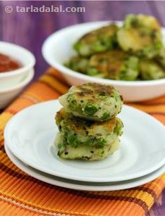 Soft inside, crisp outside, and irresistibly tasty, you will love this version of potato and green pea tikkis. Apart from the common add-ons like cumin seeds, coriander and green chillies, this recipe uses nigella seeds to perk up the flavour and aroma to tongue-tingling levels!