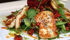 Σαλάτα με χαλούμι και αρωματική βινεγκρέτ Greek Cooking, Chicken, Meat, Kitchen, Saint Germain, Recipes, Chefs, Anna, Foods