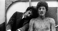 Invasion of the Body Snatchers - Behind the scenes photo of Donald Sutherland Sci Fi Films, Horror Films, Friends Behind The Scenes, Donald Sutherland, Scene Photo, Sports And Politics, Short Stories, Hollywood, History