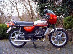 Vintage Motorcycles, Cars And Motorcycles, Cool Dirt Bikes, Vespa Girl, Bike Design, Design Thinking, Restaurant, Bobber, Motorbikes
