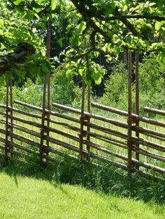 Aita Bamboo Garden Fences, Bog Garden, Garden Gates, Garden Planters, Log Fence, Scandinavian Garden, Tree Support, Fence Landscaping, Farm Life