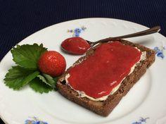 Vegane Erdbeermarmelade ohne Zucker und ohne Kochen, ein sehr schönes Rezept aus der Kategorie Frühstück. Bewertungen: 1. Durchschnitt: Ø 3,3.
