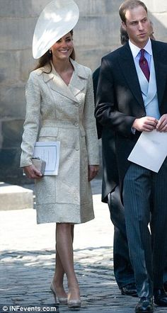 Haven't we seen that outfit somewhere before? #Katemiddleton turns up to Zara's wedding in a coat she last wore in 2006