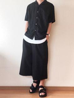 オールブラックコーデ✔️ シャツもパンツもスベスベした質感でお気に入り😙 特にこのオープンカラー Japan Fashion, Fashion 2020, Mens Fashion, My Favorite Image, Minimalist Fashion, Menswear, Celebs, Street Style, Gowns