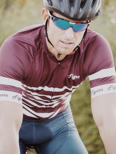 The Bourgogne cycling jersey designed by Anders Berendt and Thomas Smith from Figata Ciclismo. Figata Ciclismo is a Danish cycling clothing brand established in 2015 by former professional rider from Denmark, Anders Berendt. Cycling Lycra, Cycling Bib Shorts, Cycling Wear, Bike Wear, Cycling Jerseys, Cycling Outfit, Cycling Clothing, Hot Country Men, Men In Tight Pants