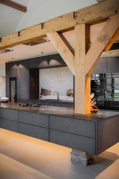 Open Plan Kitchen Dining, New Kitchen, Kitchen Decor, Chalet Chic, Black Kitchens, Cool Kitchens, Italian Home, Decoration Design, Kitchen Photos