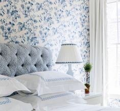 Pretty Bedroom, White Bedroom, Airy Bedroom, Linen Bedroom, Blue And White Wallpaper, Bedroom With Wallpaper, Beautiful Bedrooms, Boudoir, Bedroom Decor
