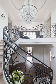 Classic French beauty evokes elegance and preciousness - image 7 Interior Design Furniture, Stairs Design, French House, Oak Floors, Heirloom Furniture, Staircase Railings, House Design, French Interior Design, Home Decor