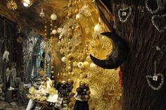Décorations de Noël dans la grotte d'or