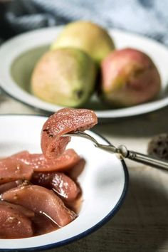 Easy, Healthy Slow Cooker Poached Pears makes a delicious family-friendly dessert - 108 calories, 3 Weight Watchers Freestyle SmartPoints! Healthy Slow Cooker, Slow Cooker Recipes, Crockpot Recipes, Pear Recipes Easy, Fruit Recipes, Pear Preserves, Brandy Sauce, Poached Pears, Vegan Gluten Free