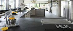 Refaire sa cuisine pas cher c'est possible ! Peindre ses meubles de cuisine, poser du carrelage adhésif sur la crédence, refaire le plan de travail des idées faciles