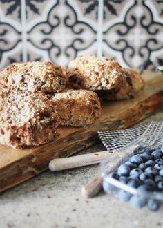 Scones with raisins and applejuice