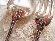 Vintage flatware:  the obverse side of a really charming pattern.  Unfortunately the original site is in Chinese, for me a least, indecipherable as to pattern name and maker. See additional pin for front view.