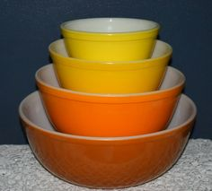 Vintage Glassware-Pyrex-Yellow-Daisy-Citrus-Nesting-Mixing-Bowls-Set of 4-1960's