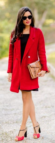Red is the color associated with love, passion and confidence.If you wish to add passion to your style, you should introduce the red color to your wardrobe. Moda Animal, Red And White Outfits, Mothers Dresses, All About Fashion, Women's Fashion Dresses, Fashion Design, Fashion Trends, Closet, Street Style