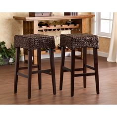 This pair of 26 inch counter height stools features beautiful woven water hyacinth seats and solid pine legs. Use these stools in the kitchen, breakfast nook, bar, or dining area for beautiful bar height seating.