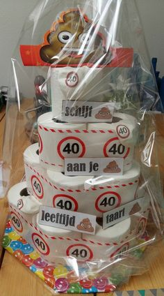 Schijt aan je leeftijd taart Diy Party, Party Favors, Toilet Paper Cake, Birthday Gifts, Happy Birthday, Fundraising, House Warming, Birthdays, Creations