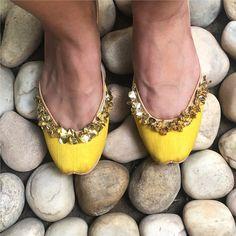 Hello Sunshine !   Keep it light and simple in our prisma collection for your next destination wedding ! . . . . . . . . . #vian #summermeadow #eid #jaalwork #shoelover #juttilove #punjabijutti #juttiswag #wedding #indianwedding #photooftheday #instagood #bridesmaids #mehndigifts #weddingshoes #footwear #jootis #handicraft #coraldreams #corallove